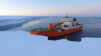 The Akademik Treshnikov moored at Mertz Glacier ©Al Jazeera